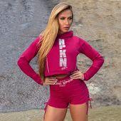 DÁMSKA ŠPORTOVÁ BUNDA VIB FITNESS MARSALAŠportová bunda s dlhým rukávom a kapucou. Dĺžka nad pás skvelo doplní akýkoľvek model legín alebo šortiek. .#joga #banskabystrica #czechgirl #slovakgirl #bratislavagirl #kosice #leginy #leggings #fitnessfashion #czechwoman #czechfitness #fitnessclothing #slovakfitness #cviceni #fitko